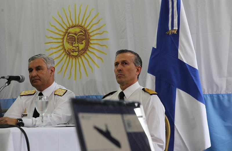 El jefe de la Armada Argentina, José Luis Villán, y el exportavoz de la Armada, Enrique Balbi.