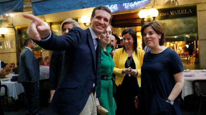 Pablo Casado y Soraya Sáenz de Santamaría en el Café Varela.
