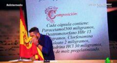 Dani Mateo se limpia los mocos con la bandera de España.