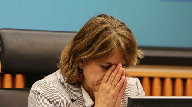 La ministra de Justicia, Dolores Delgado, pensativa en una comparecencia en el Congreso de los Diputados.