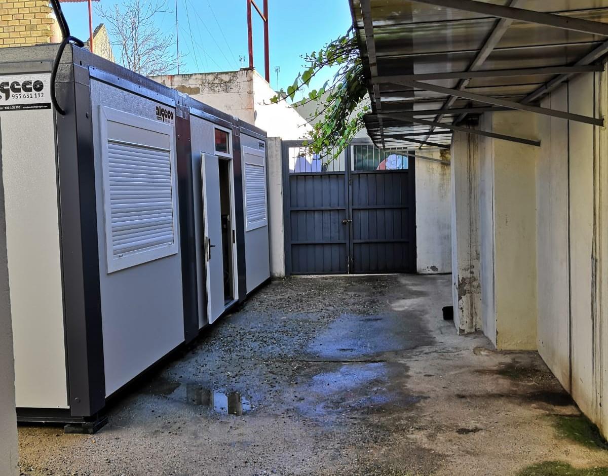 Juzgados portátiles instalados en la localidad sevillana de Sanlúcar la Mayor.