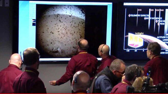 Primera imagen mandada por InSight en su descenso a la superficie de Marte
