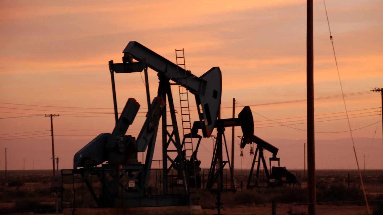 Nueva tormenta sobre el mercado del petróleo: pierde en un mes todo lo ganado en el último año.
