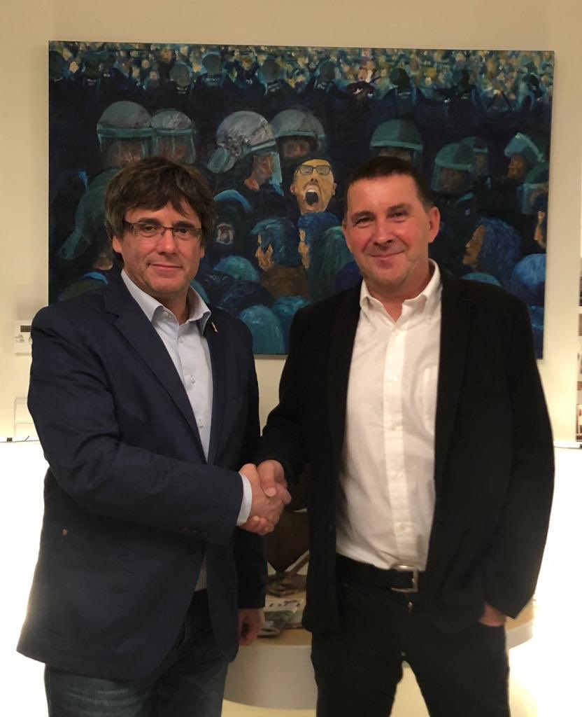 Carles Puigdemont y Arnaldo Otegi.