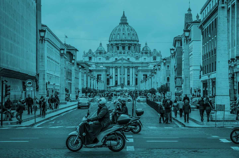 Vista de la Plaza y la Basílica de San Pedro, en la Ciudad del Vaticano.