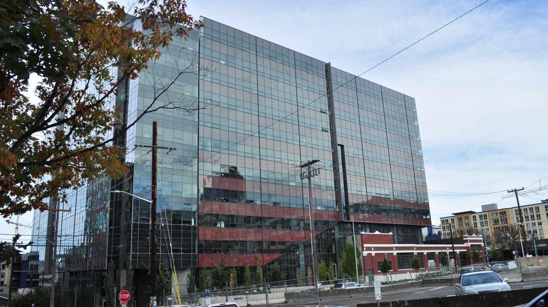 Amancio Ortega ultima la compra de parte de la sede de Amazon en Seattle.