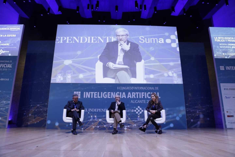 Andrés Pedreño, Casimiro García-Abadillo y Nuria Oliver, en el I Congreso Internacional de Inteligencia Artificial, celebrado en Alicante.