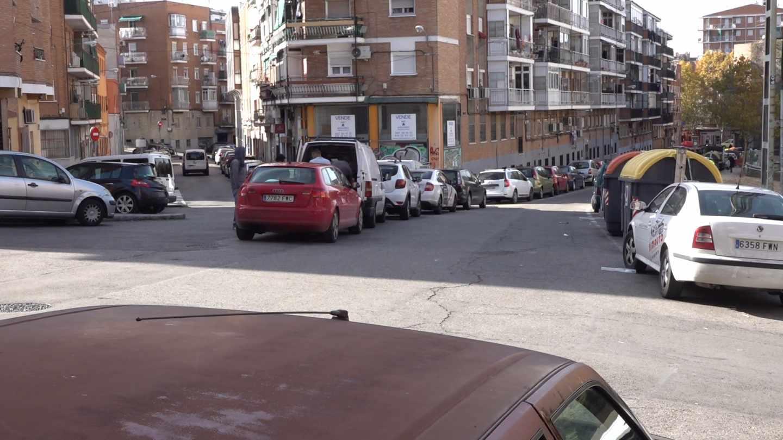 Aparcamiento abusivo en la calle Juan Español (Usera)