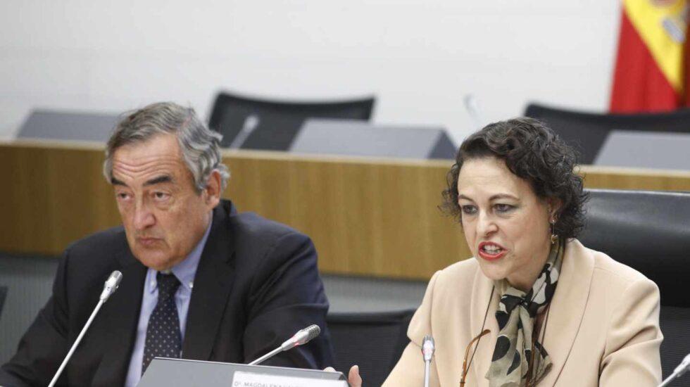 La ministra de Trabajo, Magdalena Valerio, en un acto junto al presidente de la CEOE, Juan Rosell.