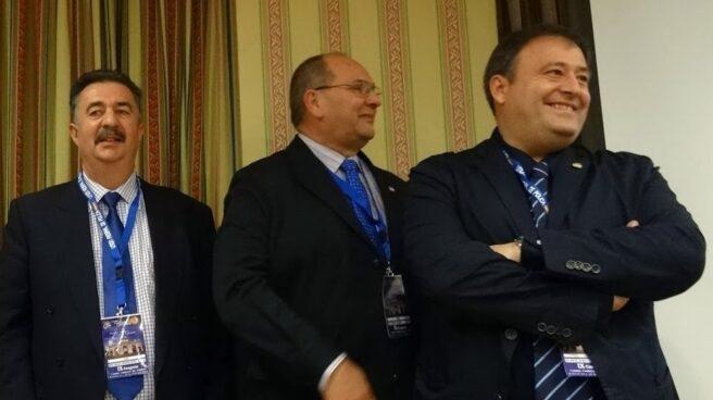 Víctor Duque (derecha) junto a Juan Verdugo (centro) y José Manuel Heredia.
