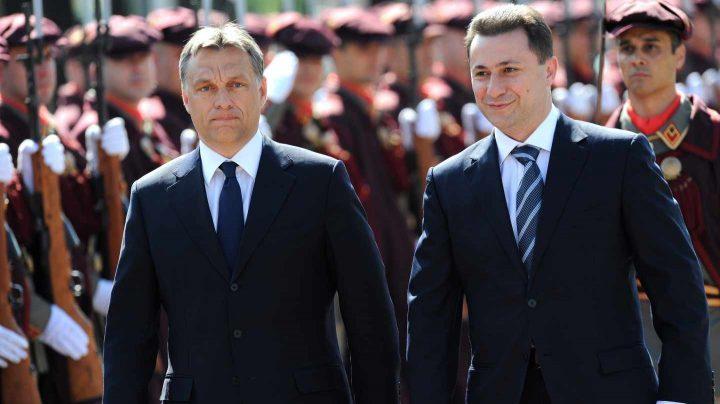Viktor Orbán (i) y Nikola Gruevski (d), durante un acto oficial cuando el ahora huido todavía era presidente de Macedonia.