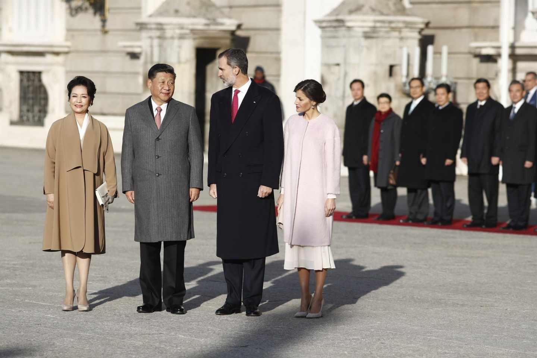 El presidente chino y su esposa, junto a los Reyes.