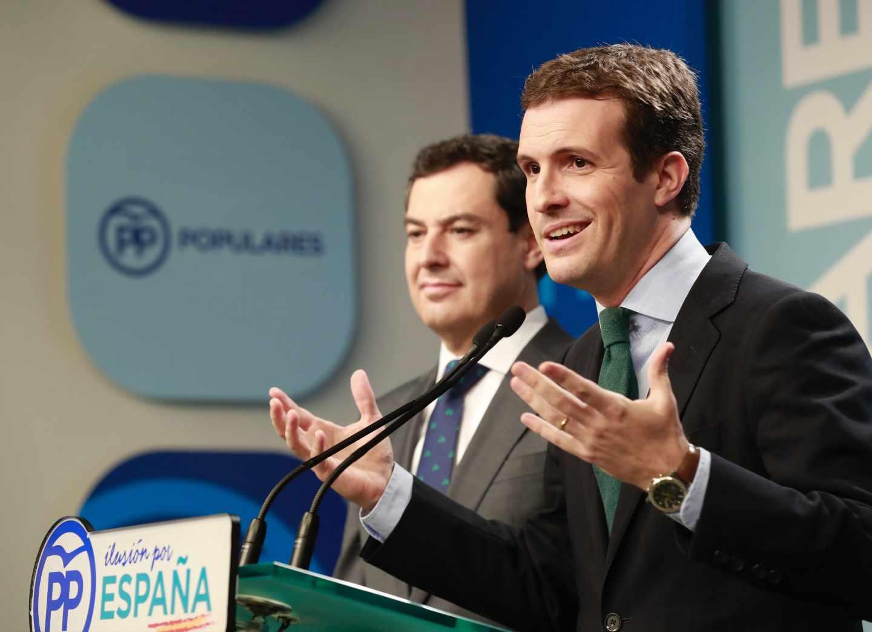 El presidente del PP, Pablo Casado, junto al candidato del PP a la Junta, Juanma Moreno.