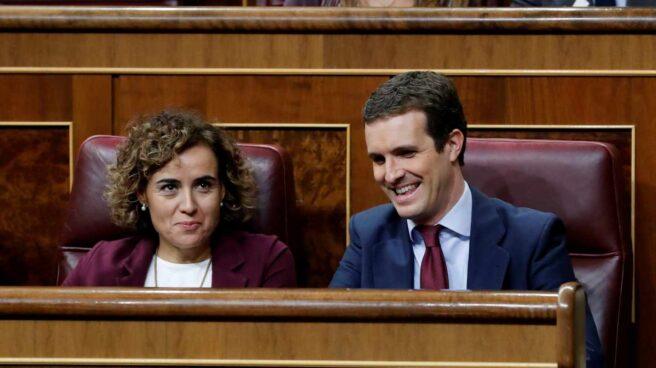Dolors Montserrat y Pablo Casado, en el Congreso.