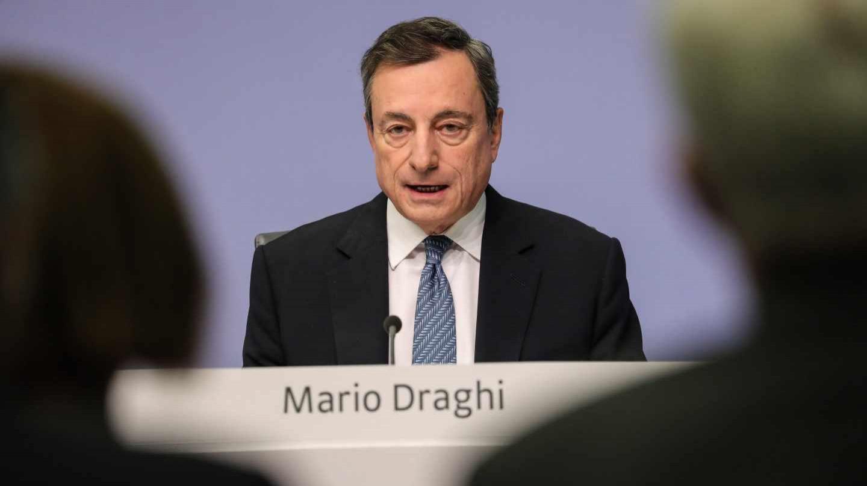 Draghi ve mayores riesgos para la Eurozona y recorta la previsión de crecimiento.