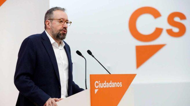 El portavoz parlamentario de Ciudadanos, Juan Carlos Girauta, durante la rueda de prensa tras la reunión del Comité Permanente de Ciudadanos.