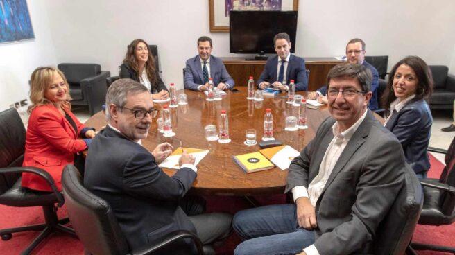 Reunión de PP y Ciudadanos en el Parlamento andaluz.