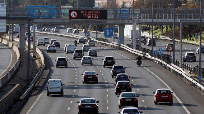 Una carretera de Madrid repleta de coches