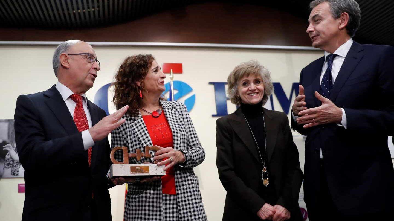 Zapatero, en un acto junto a Montoro, Montero y Carcedo.