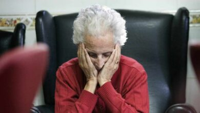 Se buscan cuidadores: ¿por qué faltan profesionales para atender a personas con dependencia?