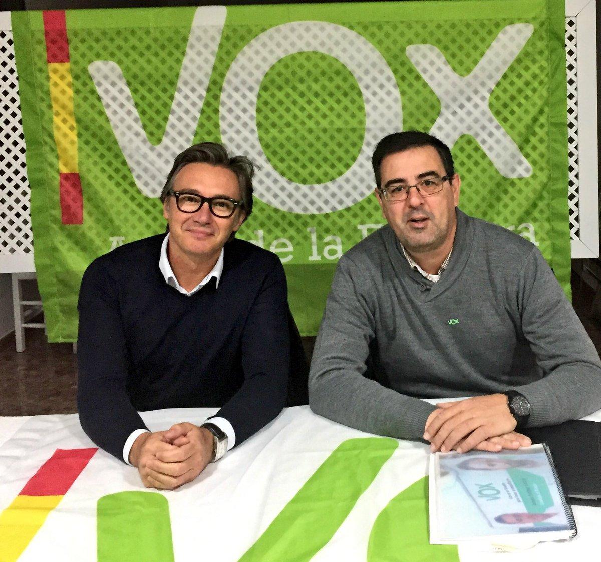 Manuel Gavira (izquierda) ocupará una secretaría en la Mesa del Parlamento.