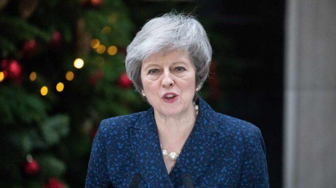 La primera ministra británica, Theresa May, defiende su liderazgo frente al desafío tory.