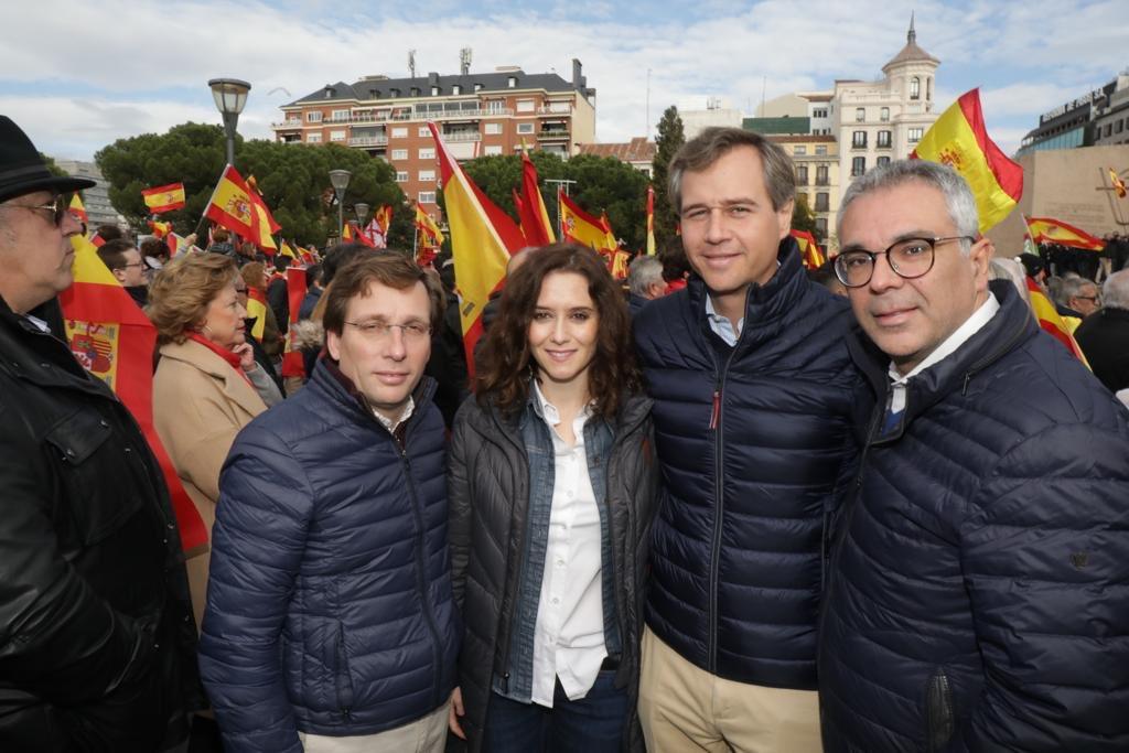 Dirigentes del PP de Madrid en la manifestación apoyada por Vox