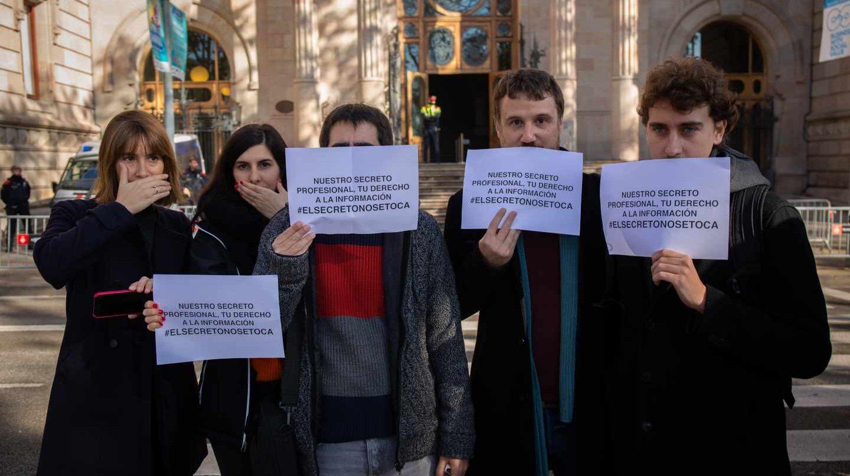 Concentración de periodistas en Barcelona en defensa del secreto profesional.