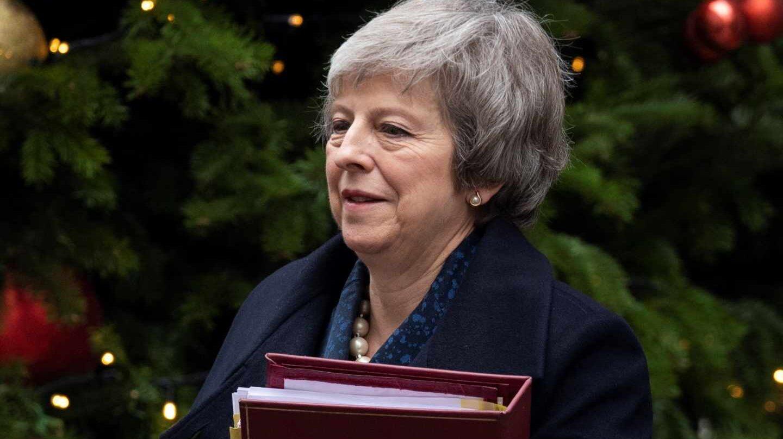 La primera ministra británica, Theresa May, junto al 10 de Downing Street.