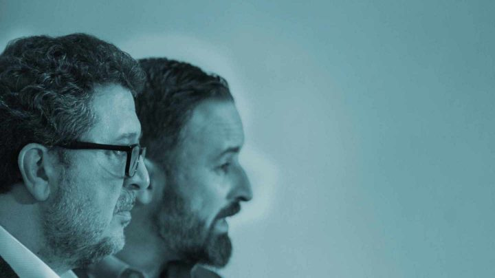 El líder de Vox en Andalucía, Francisco Serrano, junto al presidente de la formación, Santiago Abascal.