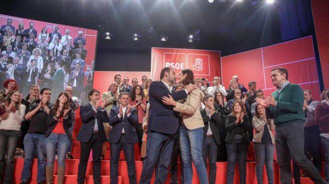 El ministro de Fomento y secretario de Organización del PSOE, José Luis Ábalos, y la ministra de Industria, Reyes Maroto, en la presentación de candidaturas a los ayuntamientos de la Comunidad.