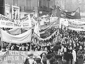 'Manifestación organizada por la Coordinador Feminista para pedir amnistía para los delitos de la mujer', Pilar Aymerich Puig.