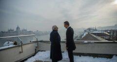 Josep Borrell conversa con su homólogo húngaro, Peter Szijjarto, tras la rueda de prensa ofrecida este lunes en Budapest.