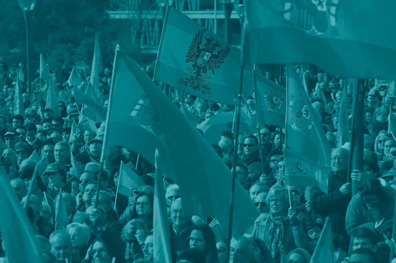 Un momento de la manifestación convocada por la Fundación para la Defensa de la Nación Española (DENAES) en la Plaza de Colón.