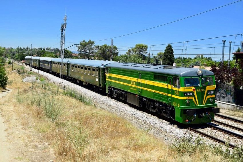El tren turístico Felipe II une desde 2017 Príncipe Pío con El Escorial.