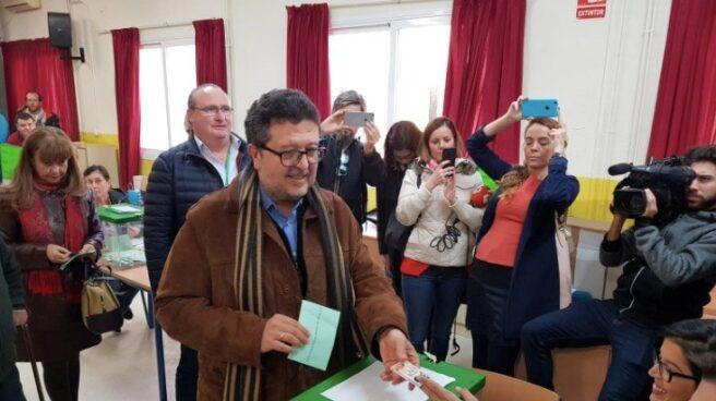 Francisco Serrano, candidato de Vox a la Presidencia de la Junta de Andalucía, votando el pasado 2-D.