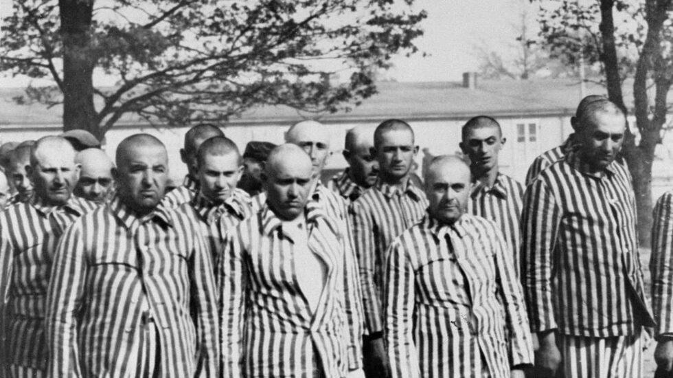 Prisioneros judíos en el campo de exterminio de Auschwitz.