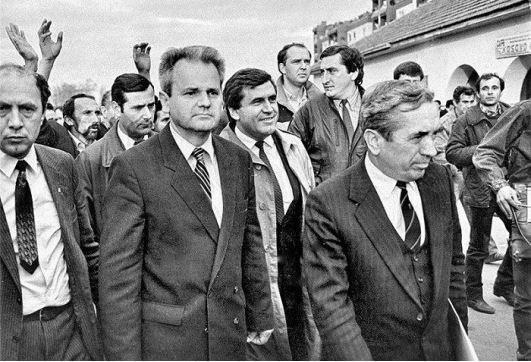 Slobodan Milosevic, en Kosovo Polje en 1987.