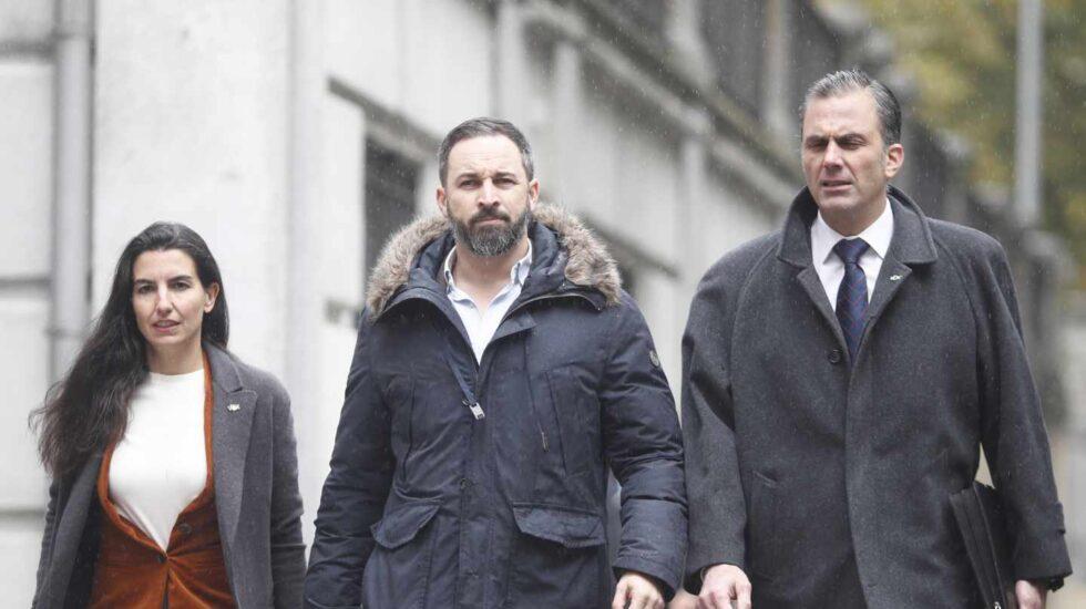 Rocío Monasterio, Santiago Abascal y Javier Ortega Smith cuando presentaron el escrito de acusación popular contra los líderes del procés, el pasado 5 de noviembre.