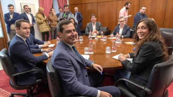 Imagen de las delegaciones negociadoras de PP y Ciudadanos