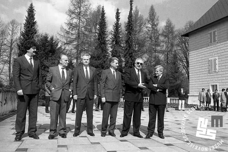 De izquierda a derecha: Momir Bolutovic (Montenegro), Alija Izetbegovic (Bosnia), Slobodan Milosevic (Serbia), Kiro Gligorov (Macedonia), Franjo Tudjman (Croacia) y Milan Kucan (Eslovenia), reunidos en abril de 1991.