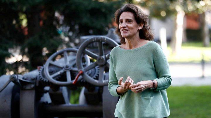 La ministra para la Transición Ecológica, Teresa Ribera, en los jardines de La Moncloa.
