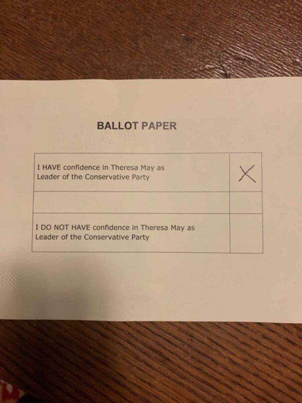 Papeleta de voto a favor de Theresa May.