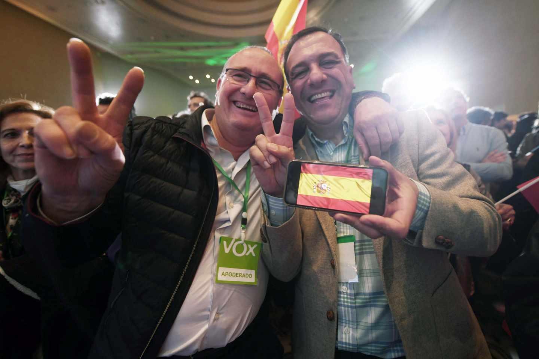 Simpatizantes de Vox celebran el resultado en las elecciones andaluzas.