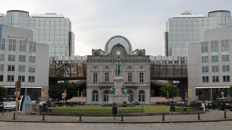 El Parlamento Europeo y la estación de Luxemburgo en Bruselas, en junio de 2015.