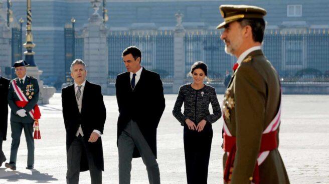 El ministro del Interior Fernando Grande Marlaska, el presidente del gobierno Pedro Sánchez, el Rey Felipe y la Reina Letizia durante la Pascua Militar.