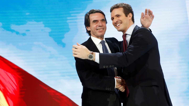 Aznar y Casado se saludan en la Convención del PP.