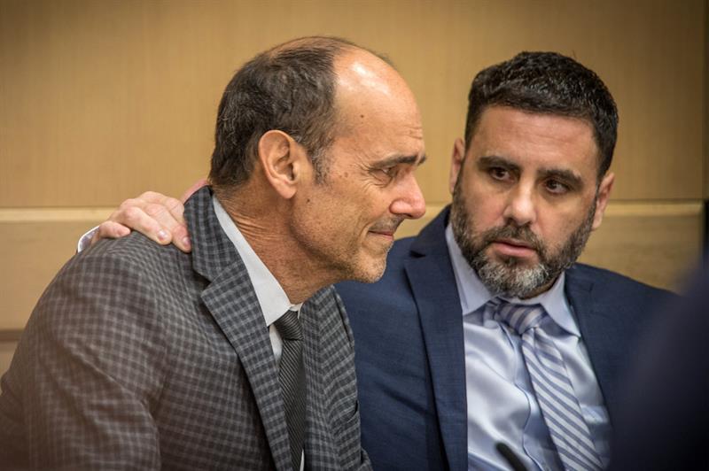 Pablo Ibar, junto a su abogado, durante una de las sesiones del juicio.