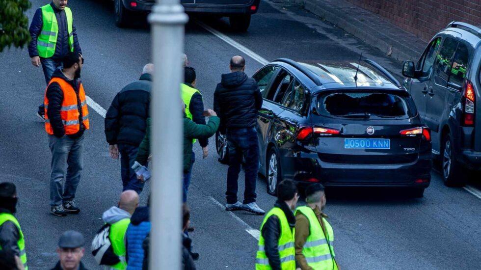 80 vehículos VTC destrozados durante la huelga de taxis en Barcelona.