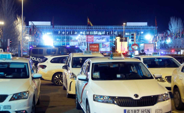 Concentración de taxis frente a Fitur en Madrid.